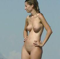 Luana piovani se exibindo na praia de nudismo