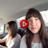 Duas novinhas trocando de roupa dentro do uber em curitiba