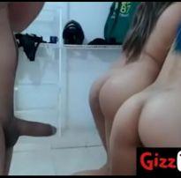 Sortudo comendo as duas prias safadas juntas – hotloove.comhotloove.com