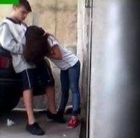 Novinha safadinha pagando um boquete espetacular no estacionamento do colegio