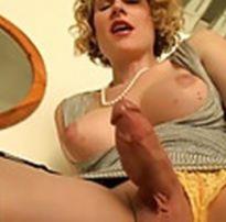 Travesti loira pau grosso gozando gostosa provocante belo corpo feminino