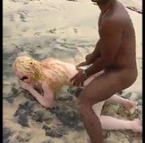 Acervo da putaria +18: fodendo duas gostosas na praia