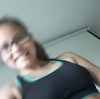 Novinha mostrando a buceta raspada