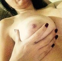 Casada vazou na net mandando nudes pro amigo do marido