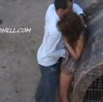 Casal de namorados flagrados transando na rua