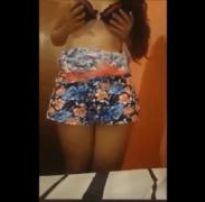 Novinha da bunda gostosa fazendo striptease