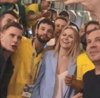 """Os brasileiros foram pra rússia botaram a loirinha pra gritar """"buceta rosa"""""""