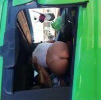 Putas flagradas dentro do caminhão na estrada