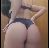 So br +18: novinha gostosa fazendo striptease