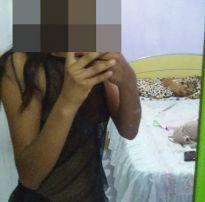 Acervo da putaria +18: fotos da namorada de um visitante
