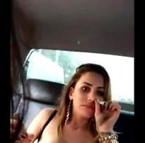 Puta fumando mostrando os peitos – xvideos ws