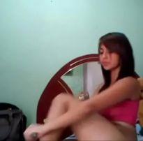Video porno novinha é interrompida pela mãe enquanto grava video