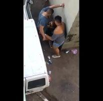 Flagra amador botou a mulher chupar seu pau e fodeu o cu na rua