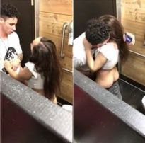 Flagrante da ninfetinha pagando um boquete no banheiro do restaurante público