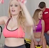 Gostosa safada de legging no yoga acaba em sexo quente com professor