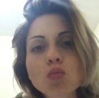 Mãe gostosa manda video pelada pro amigo do filho