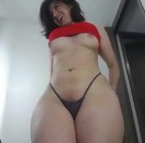 Novinha gostosa fazendo show grátis na webcam