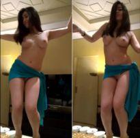 Novinha tesão sensualizando antes da foda no motel com cliente