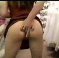 Sandra enfiando o dedo no cú