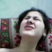 Amadora virgem caiu na web em video caseiro fudendo a buceta raspada