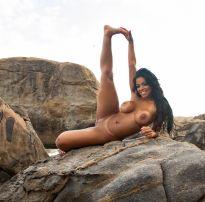 Stephanie silveira nua na praia
