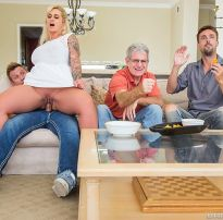 Porno madrasta ryan conner assistindo jogo no colo do enteado bill