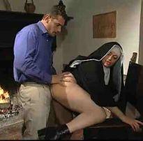 Comendo a freira safada no convento – xvideos ws