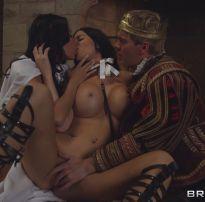 Vadias anissa kate e jasmine jae servem o cu ao rei – porno anal hd