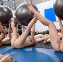 Novinhas amadoras fazendo ginastica peladas