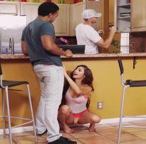 Mulher traindo o marido com o melhor amigo do corno – so foda