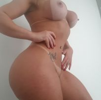 Acervo da putaria +18: potranca loira exibindo o corpo escultural