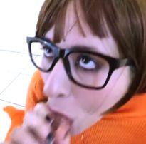 Velma com a boca cheia de leitinho quente