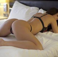 Gata sexy em lingerie se masturbando gostoso